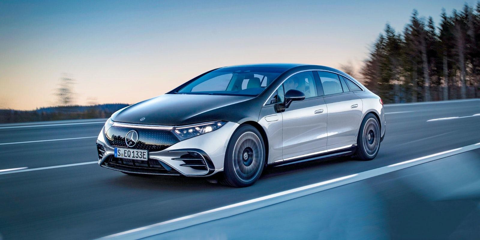 https://revijahak.hr/wp-content/uploads/2021/07/mercedes-eqs-revealed-front-driving-1-lead-1.jpg